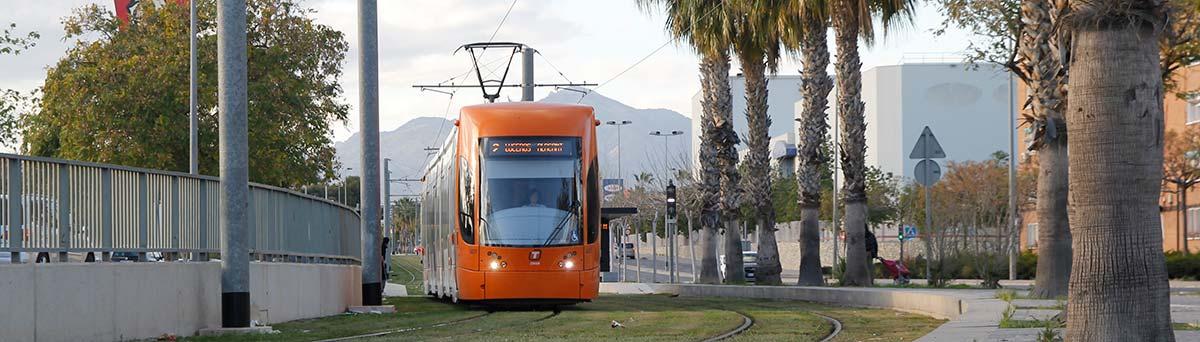 Linea 2 Tram a su paso por CC outlet San Vicente