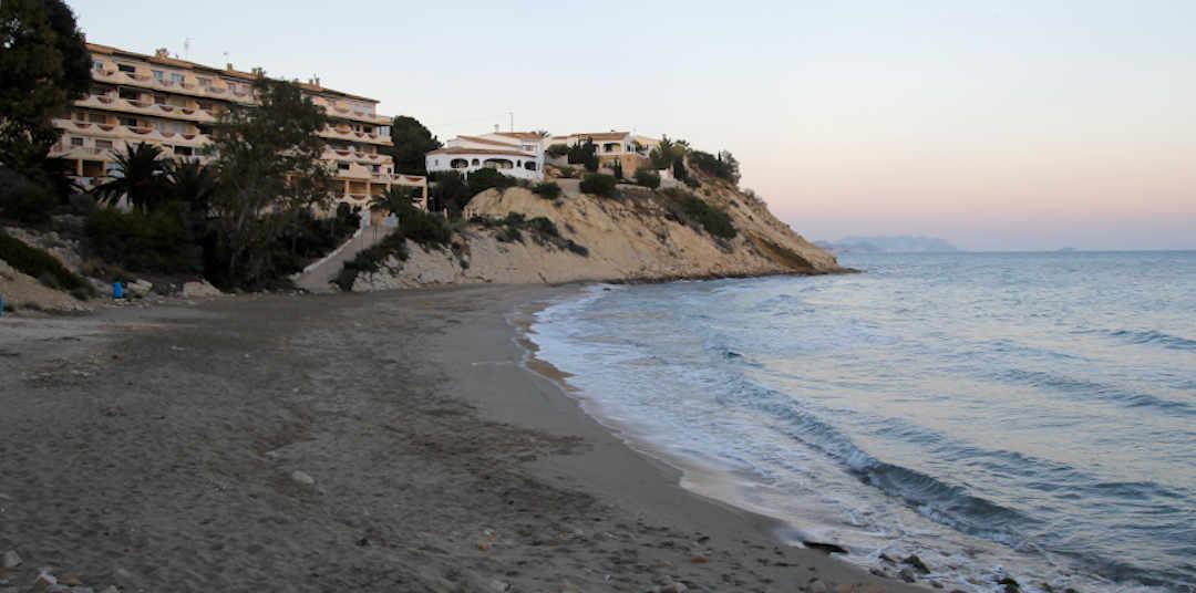 Playa La Nuza en El Campello atardece