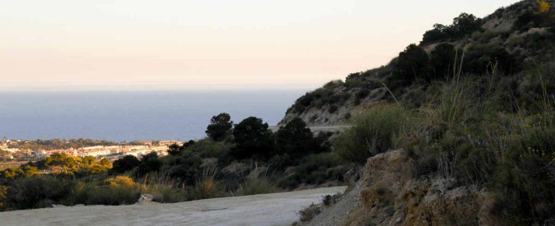 Camino por El Campello y vistas al mar