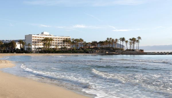 Vista playa arenal con el parador de javea