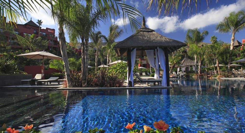 piscina hotel 5 estrellas Benidorm