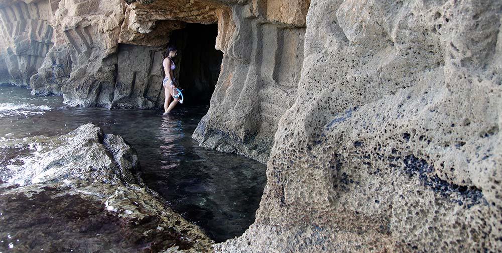 aspecto por fuera de la Cova Tallada en Denia