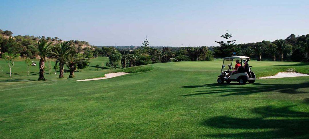 Carrito de golf en Campoamor Alicante