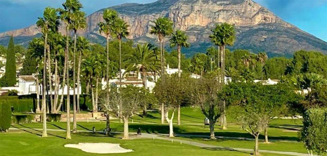 Club de Golf Javea con el Montgó al fondo
