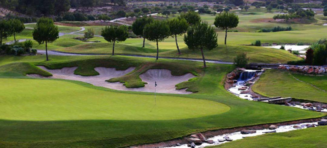 Bunker y rio en el campo de golf Las Colinas