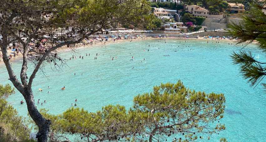 Plano General de la Playa de El Portet en Moraira