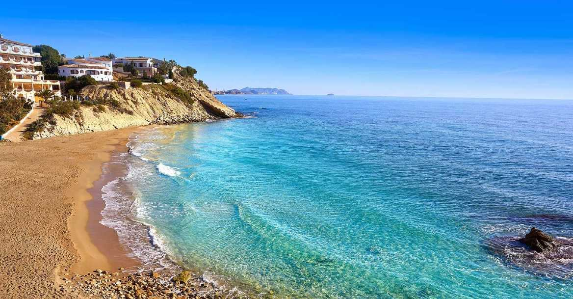 playa desierta en otoño Costa Blanca